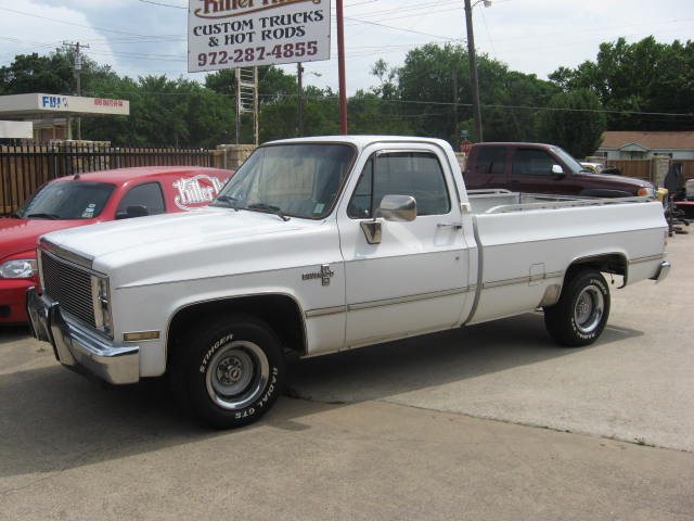 Chevy C10 Pickup For Sale 86white5.jpg (60931 bytes)